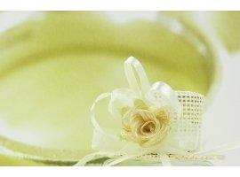 Dragées Mariage - Chapeau écru avec fleur et dragées de mariage