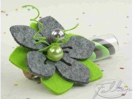Dragées Baptême - Dragées dans éprouvette avec fleur grise anis