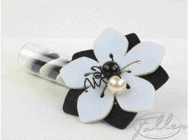 Dragées Mariage - Dragees dans eprouvette avec fleur feutrine noir et blanche