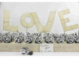 Dragées Mariage - Coeur LOVE en bois blanc dans boite à dragées noire