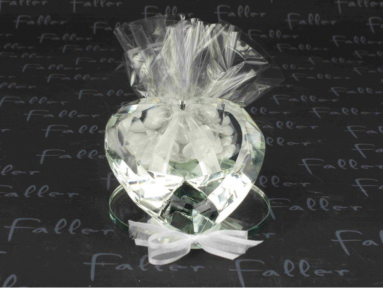 grand prisme en verre deco coeur avec dragees mariage. Black Bedroom Furniture Sets. Home Design Ideas