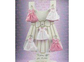 Dragées Baptême - Dragees bapteme dans robe rose et blanche avec fleur rose