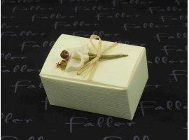 Dragées Mariage - Boite cartonnee ecrue de dragees avec deco fleur