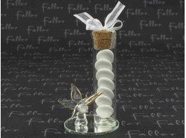 Dragées Communion - Éprouvette en verre déposée sur un socle miroir